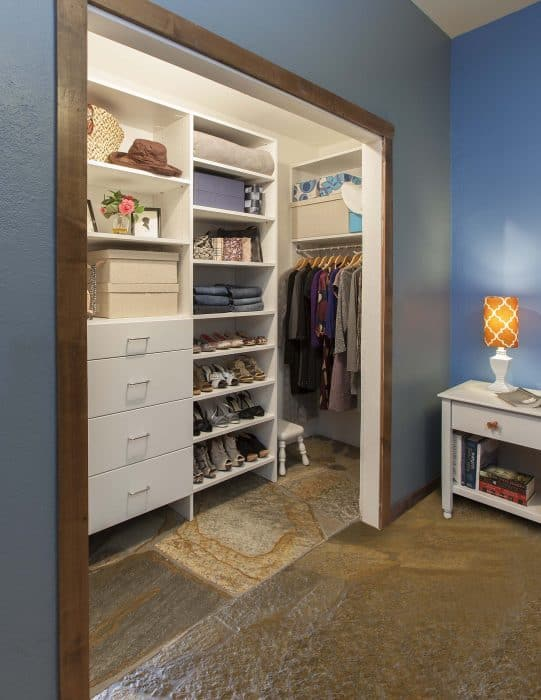 reach-in closets right side