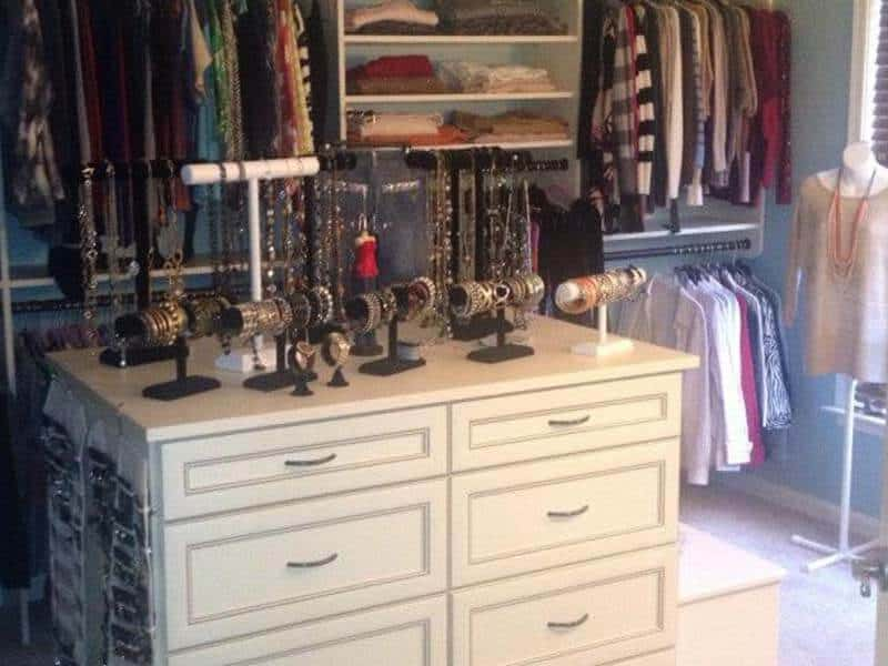 walk-in closets with accessories