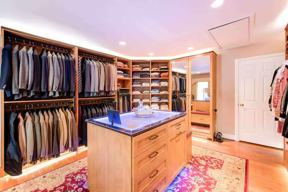 Robert's Closet